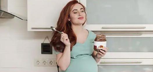 Photo of pregnant woman enjoying Nutella